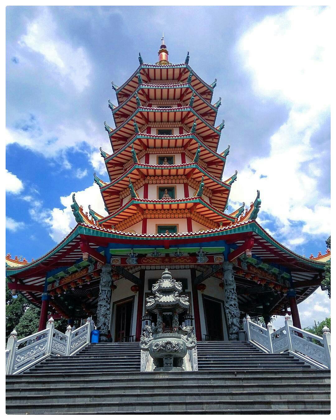 Wisata Pagoda Vihara Watugong Semarang Riska Setya Klenteng Avalokitesvara Kab