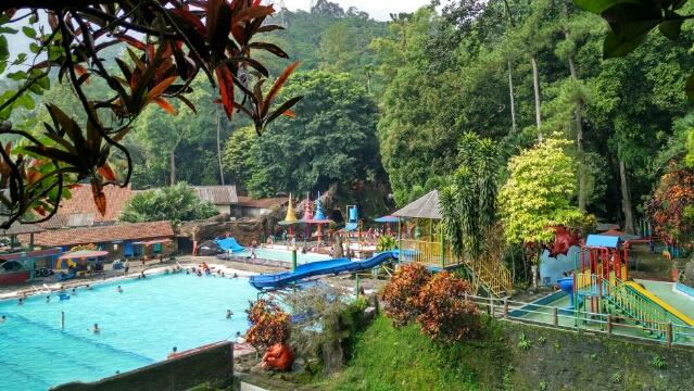 Berenang Sumber Air Pengunungan Tirto Agro Siwarak Halaman Rumah Foto