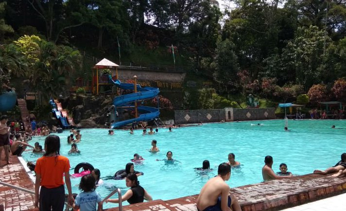 Tirto Argo Siwarak Sensasi Kesegaran Mata Air Gunung Ungaran Suasana