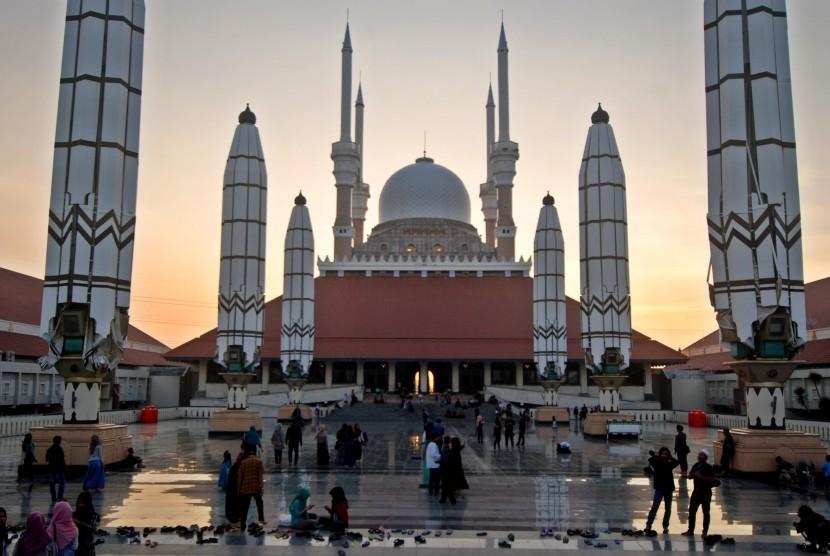 13 Destinasi Wisata Wajib Semarang Republika Online Sejumlah Warga Menghabiskan