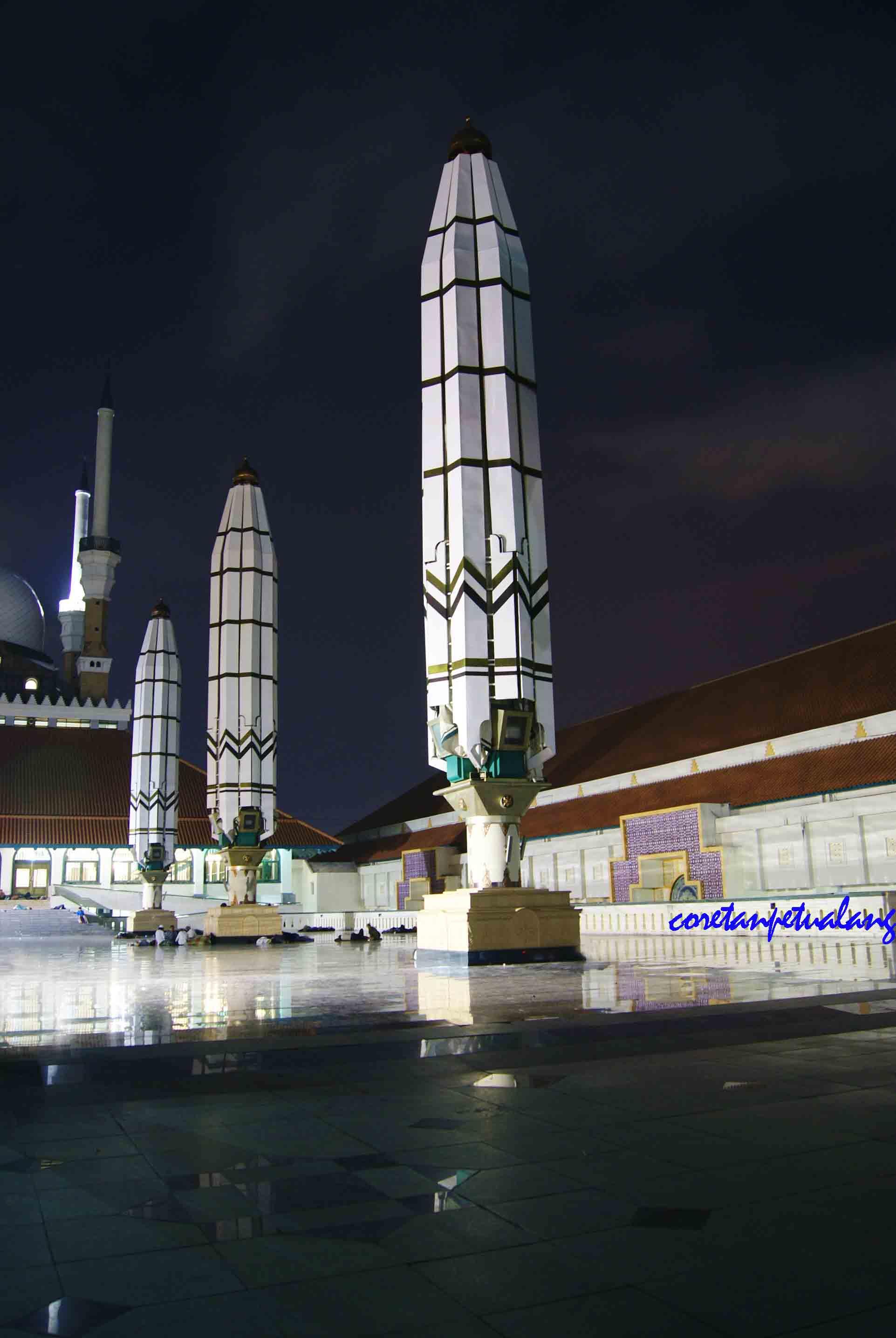 Masjid Agung Jawa Tengah Megah Malam Hari Coretanpetualang Blog 3