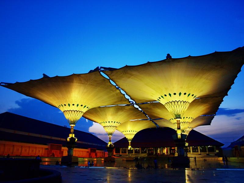 Wisata Religi Masjid Agung Jawa Tengah Kota Semarang Payung Hidrolik