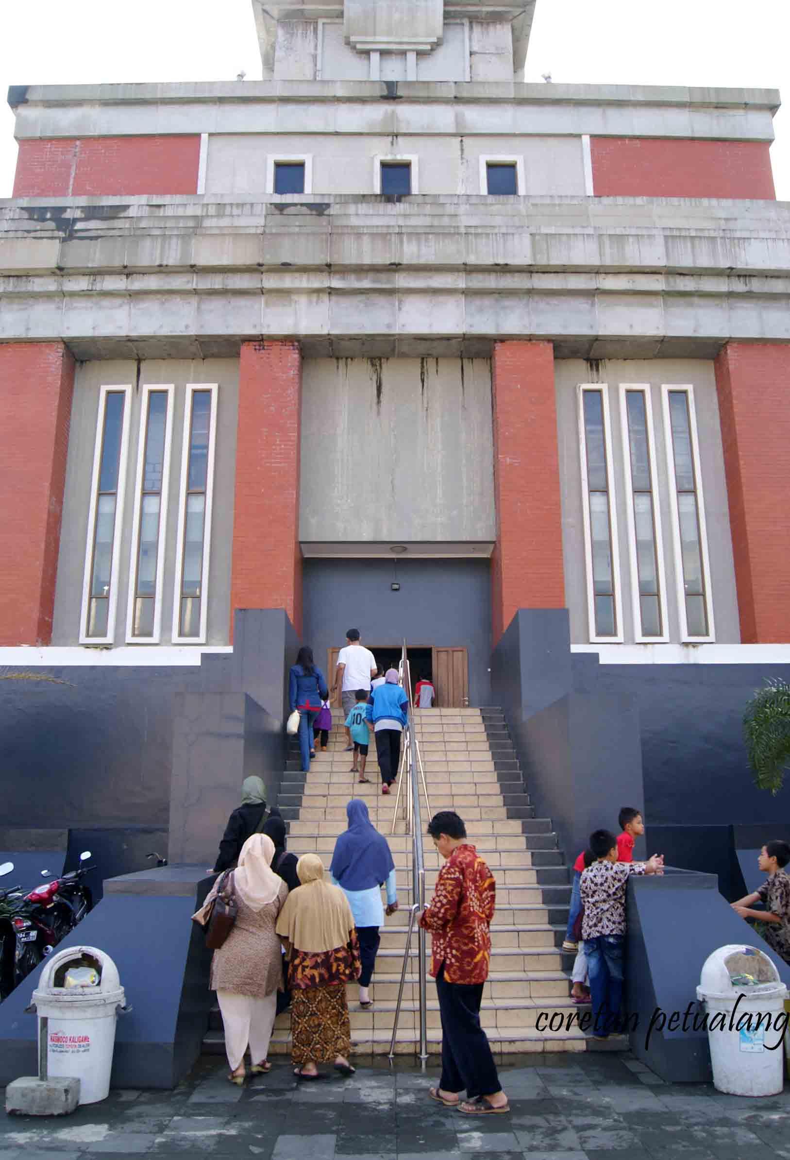 Yuk Tengok Isi Menara Masjid Agung Jateng Coretanpetualang Blog Main