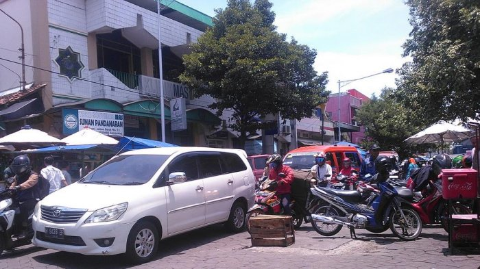 Dishub Kota Semarang Membuat Pola Parkir Wilayah Kauman Masjid Kab