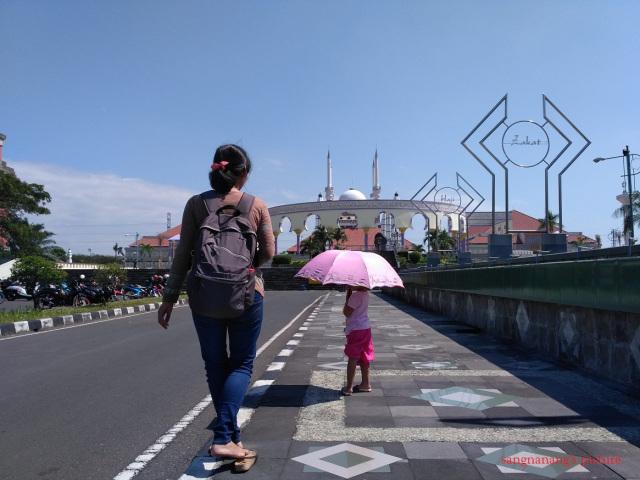 Kemegahan Payung Agung Masjid Jateng Nananging Jagad Semarang Dikenal Pula
