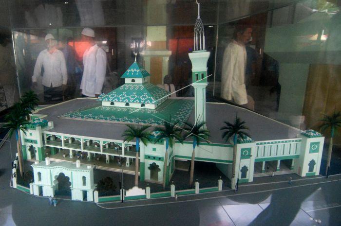 Ramadan Masjid Kauman Semarang Antara Foto Sejumlah Umat Islam Melintasi