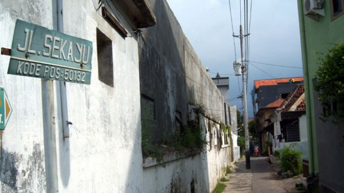 Sekayu Kampung Bersejarah Kota Semarang Halaman Masjid Kauman Kab