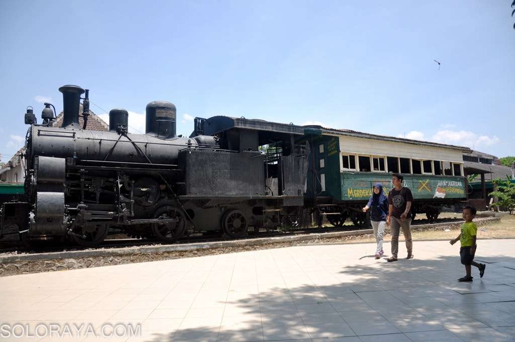 Mengenang Peristiwa Heroik Palagan Ambarawa Aengaeng Wisatawan Berkunjung Melihat Kereta