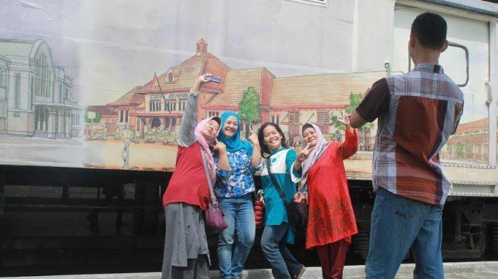 Asyiknya Berswafoto Museum Kereta Api Ambarawa Tribun Jateng Nur Rochmah