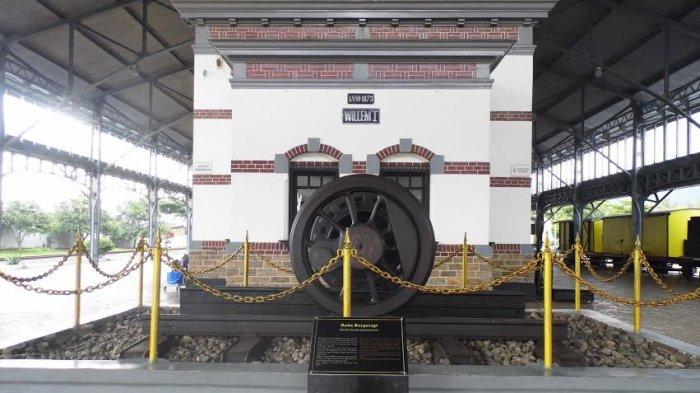 Naik Kereta Kuno Disuguhi Pemandangan Jawa Tengah Yuk Mampir Museum