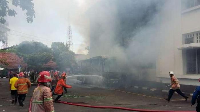 Breaking News Bus Rombongan Smk Brebes Terbakar Museum Mandala Bhakti