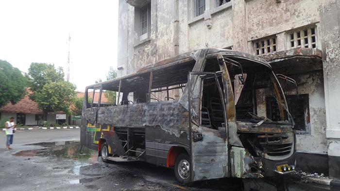 Bus Deddy Jaya Terbakar Museum Mandala Bhakti Semarang Kab