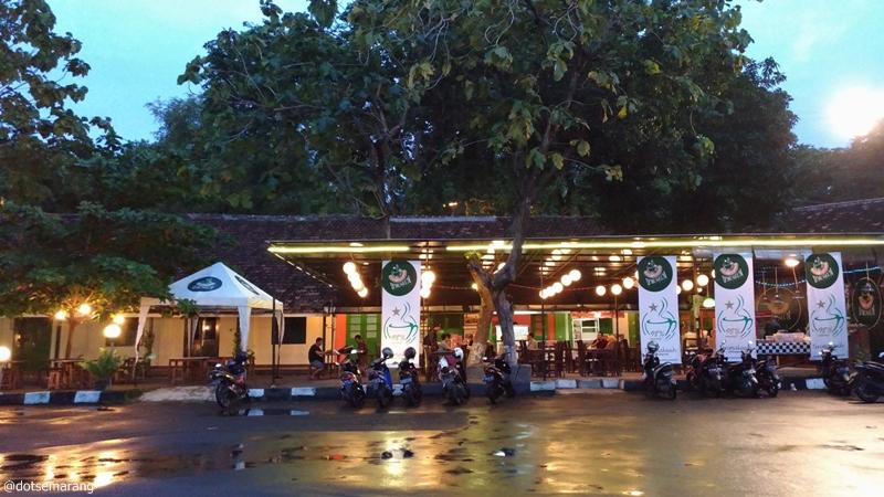 Review Kafe Wedangan Museum Kamu Menikmati Malam Sambil Ngobrol Santai