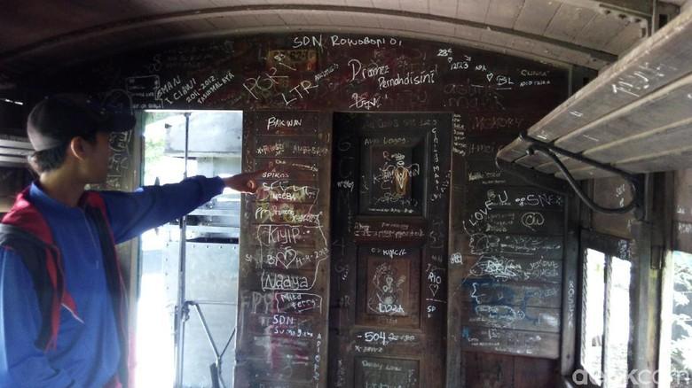 Gerbong Kereta Api Museum Palagan Ambarawa Penuh Corat Coret Duh