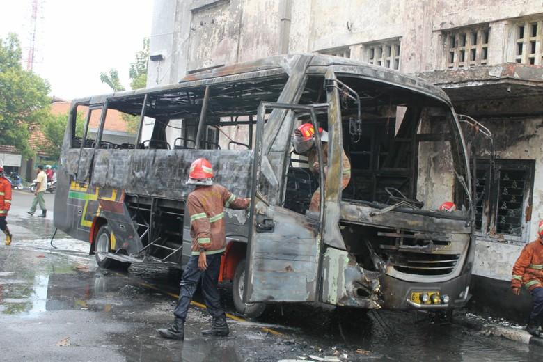 Pariwisata Ludes Terbakar Museum Mandala Bhakti Semarang Bus Polri Kab