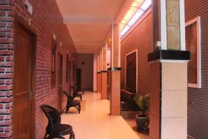 Crown Guest House Prices Photos Reviews Address Indonesia Room Museum