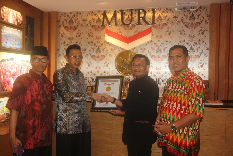 Muri Torehkan Kanwil Kemenag Sumbar Rekor Dunia Kementerian Jakarta Inmas