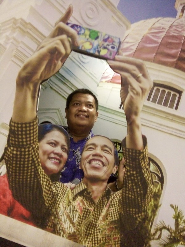 Memuaskan Hasrat Berfoto Latar Lukisan 3d City Berselfie Pak Jokowi