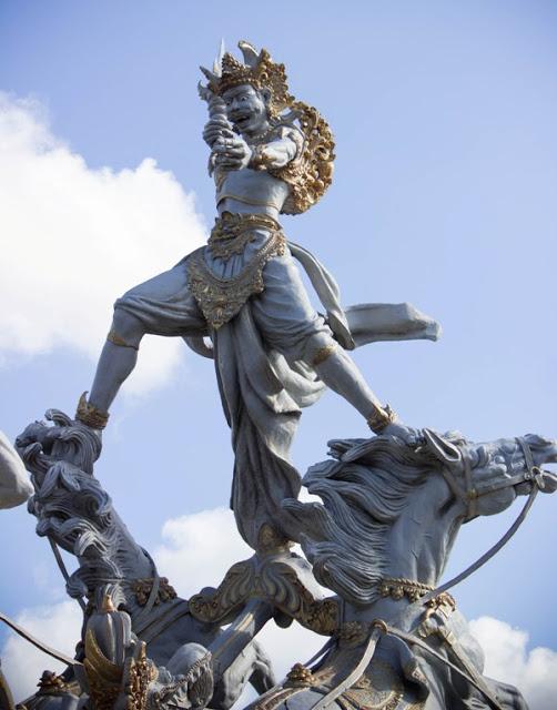 Indonesia Patung Kuda Ghatotkacha Battle Gatotkaca Prince Karna Pura Giri