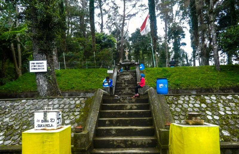 Indonesia Puri Taman Saraswati Front View Goddess Shrine Pura Giri