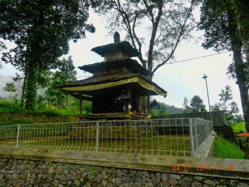 Indonesia Puri Taman Saraswati Sendang Pundi Sari Pura Giri Natha
