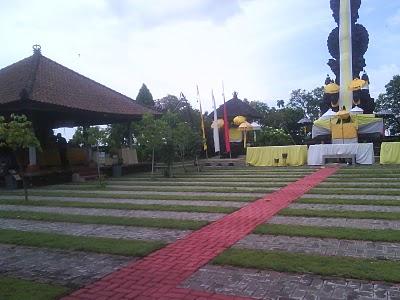 Tempat Wisata Mari Main Semarang Suasana Pura Agung Giri Natha