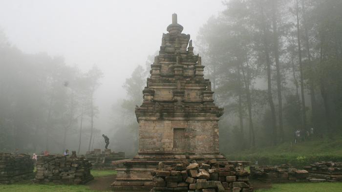 Asyiknya Keliling Candi Gedongsongo Semarang Sembari Menunggang Kuda Kabut Pagi