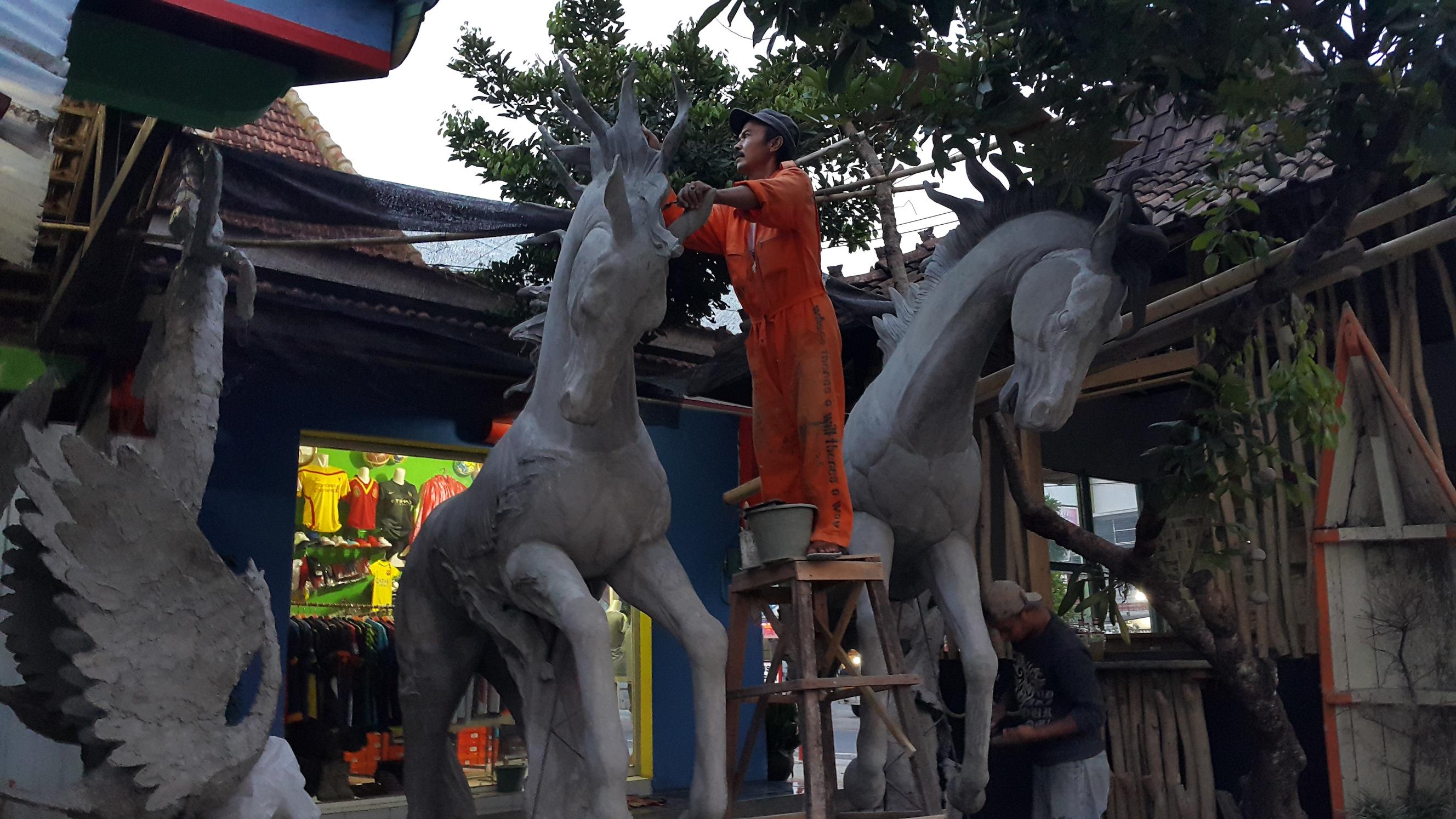 Catatan Kejungkel Ngiras Ngirus Sesawi Net Patung Kuda Garapan Mas