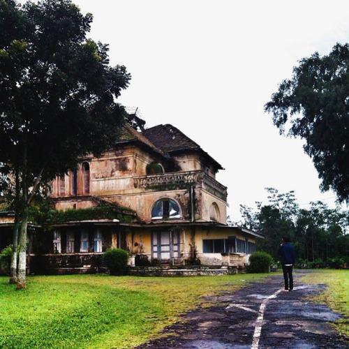 Kembali Melalui Gedung Kuning Kota Ungaran Sanggar Seni Gedong Songo