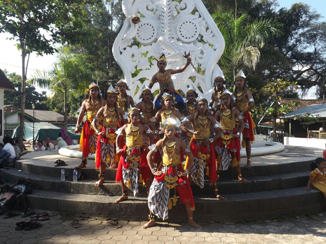 Kesenian Budaya Lokal Daerah Setempat 1 Reog Sanggar Seni Gedong