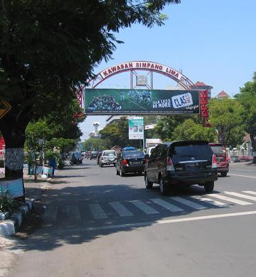 Simpang Lima Semarang Uniquely Indonesia Terletak Sekitar 466 Km Sebelah