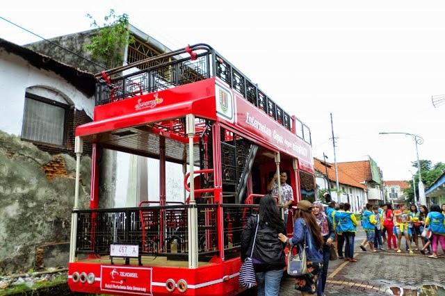 Bus Tingkat Semarjawi Semarang Dijumpai Kawasan Kota Penumpang Naik Taman
