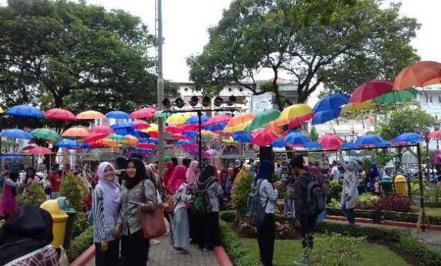 Full Review Menikmati Ademnya Taman Srigunting Kota Semarang Festival Payung