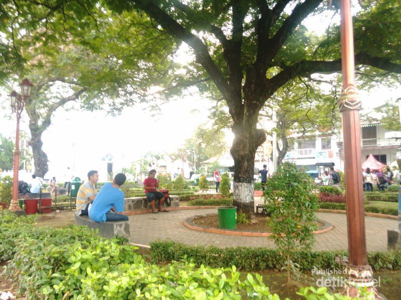 Libur Kemerdekaan Kota Semarang Menikmati Taman Srigunting Kab