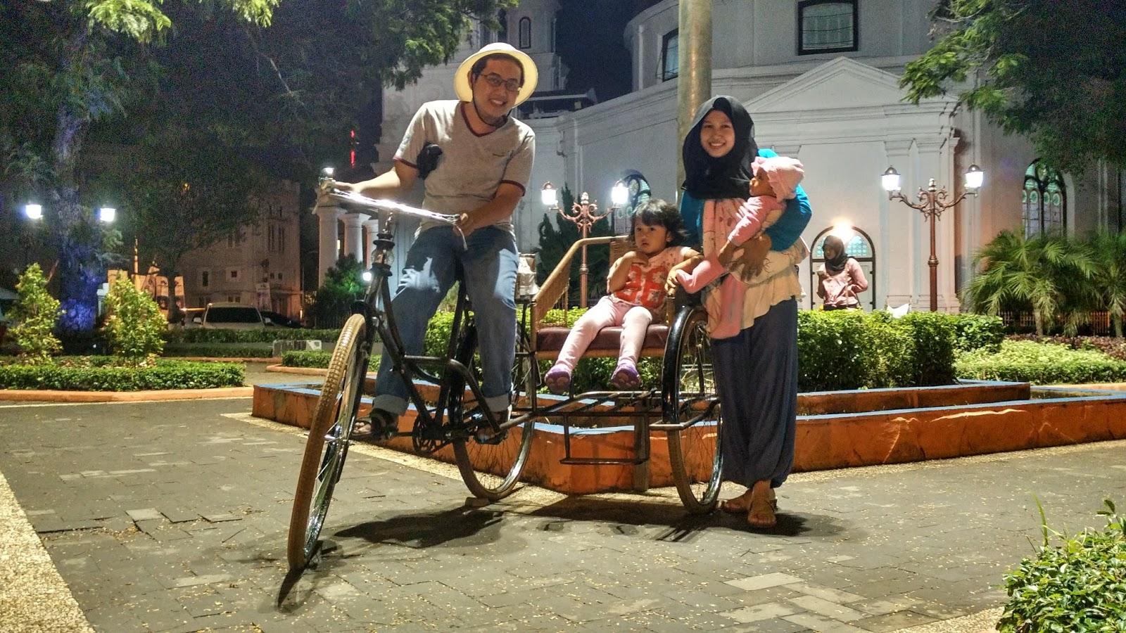 Outstadt Jalan Kota Yuk Sepeda Becak Digunakan Property Foto Taman