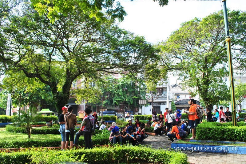 Taman Srigunting Kota Semarang Parade Plein Rindangnya Kab
