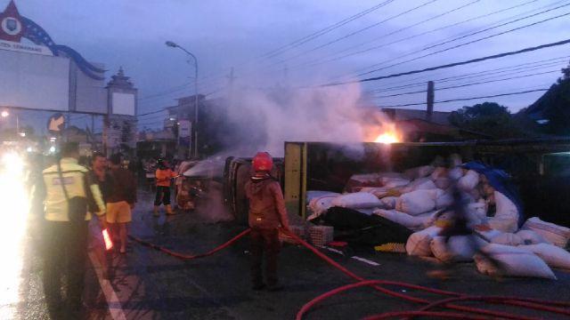 Kecelakaan Semarang Horor Alphard Terbakar Setelah Hantam Truk Ungaran Taman
