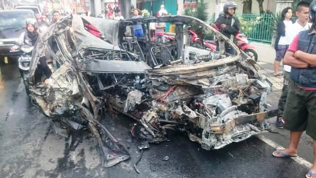 Kecelakaan Semarang Penampakan Toyota Alphard Hancur Terbakar Ungaran Taman Unyil