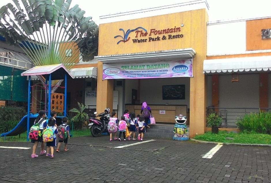 Fountain Waterpark Resto Kolam Renang Ungaran Kabupaten Water Park Kab