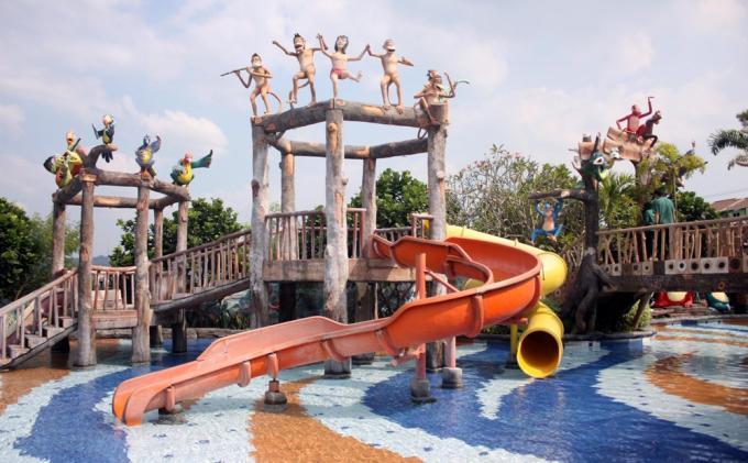 Semarang Menikmati Wisata Permainan Air Jungle Toon Water Park Fountain