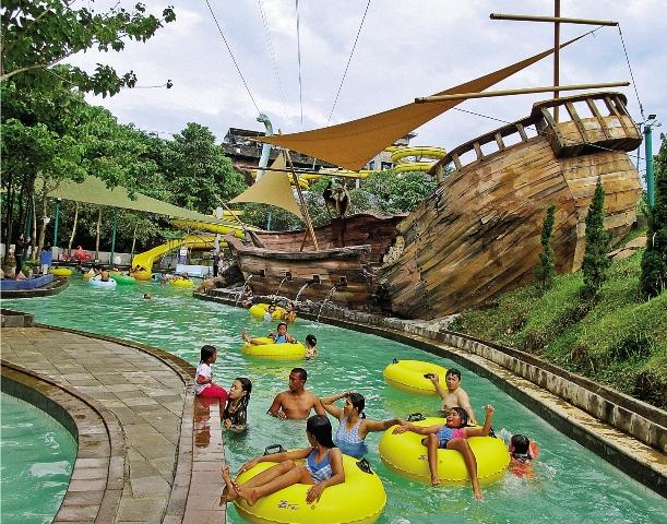 Semarang Menikmati Wisata Permainan Air Water Blaster Fountain Park Kab