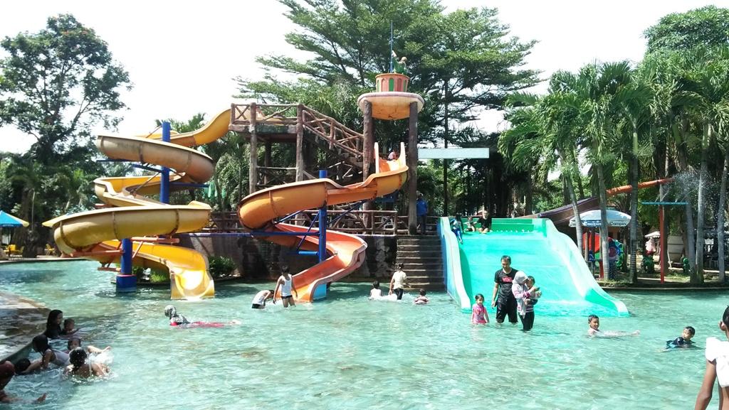 Water Park Tempat Bermain Air Basah Basahan Pulau Jawa Fountain