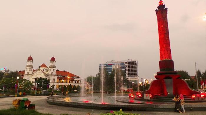 Traveling Semarang Tak Lengkap Selfie Tugu Muda Semarak Lampu Kab