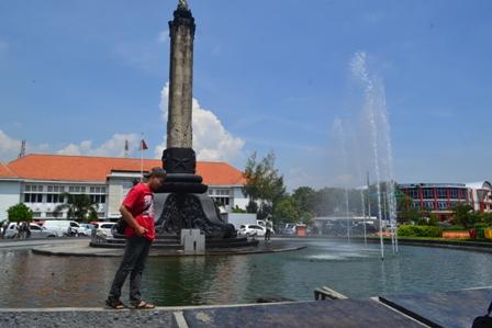 Wisata Malam Semarang Tebak Warna Tugu Muda Hingga Menyusuri Kota