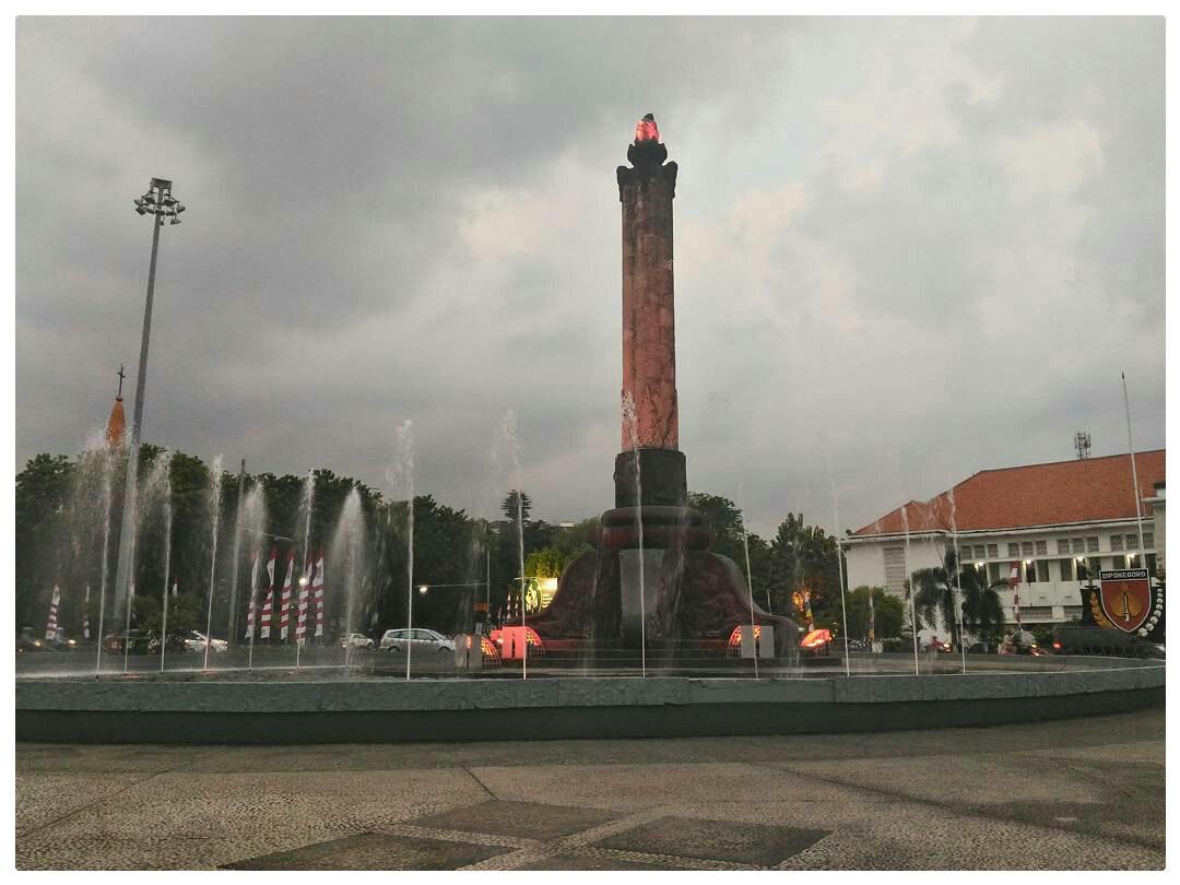 Wisata Sejarah Tugu Muda Semarang Riska Setya Monumen Berada Tengah