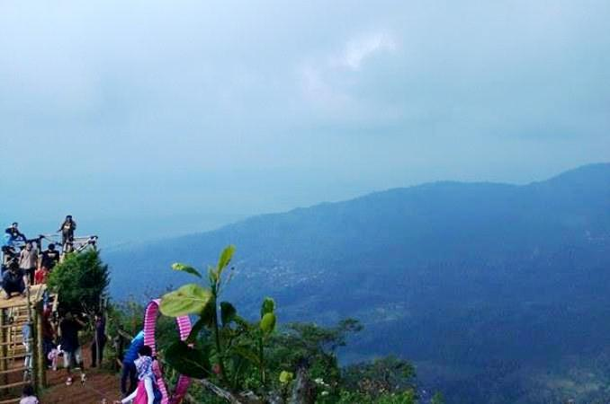Berani Uji Stamina Lereng Kelir Oleh Bambang Setyawan Pemandangan Puncak