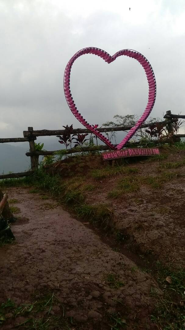 Lereng Kelir Hits Semarang Salah Satu Spot Foto Wisata Kab