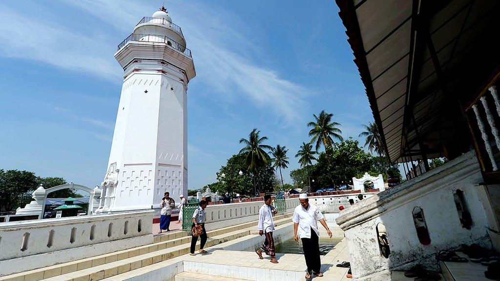 Daripada Pacaran Mendingan Fokus Ibadah 5 Masjid Tak Berkubah Agung
