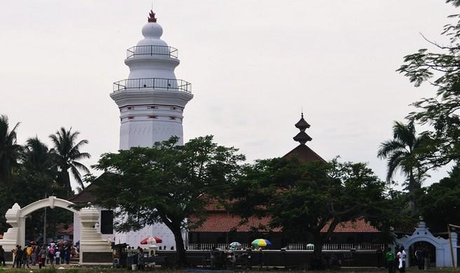 Destinasti Objek Wisata Masjid Agung Banten Kasemen Serang Sarankan Mencari