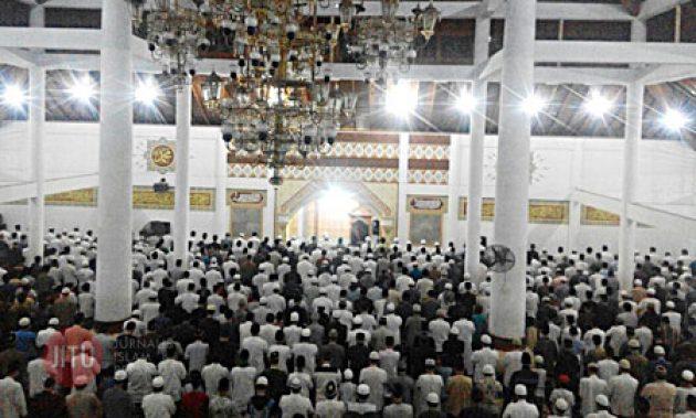 Shalat Shubuh Berjamaah Muslimin Serang Sambut Kebangkitan Islam Masjid Agung